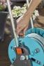 """Тележка для шланга AquaRoll S со шлангом Classic, 20 м  (13 мм (1/2"""") и комплектом для полива (1x 18202/0924, 1x 18200, 3x 18215, 1x 18213, 1x 18300) Gardena 18502-20.000.00 - фото"""