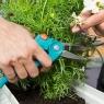 """Комлект садовых инструментов для балкона """"Домашнее садоводство"""" (секатор, лопатка цветочная, мотыжка, щетка и совок, ящик для хранения) Gardena 08970-20.000.00 - фото"""